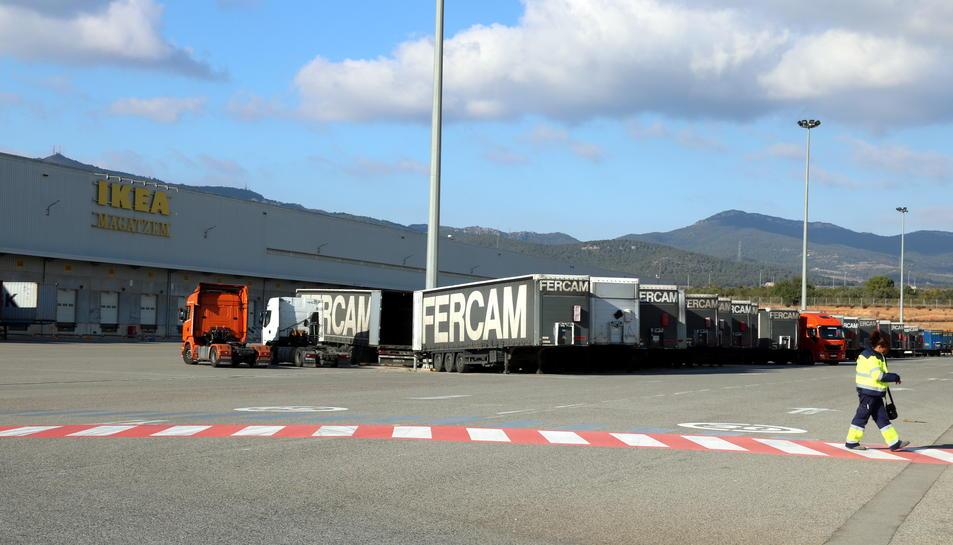 Exterior del centre logístic que la multinacional Ikea té a la ciutat de Valls.