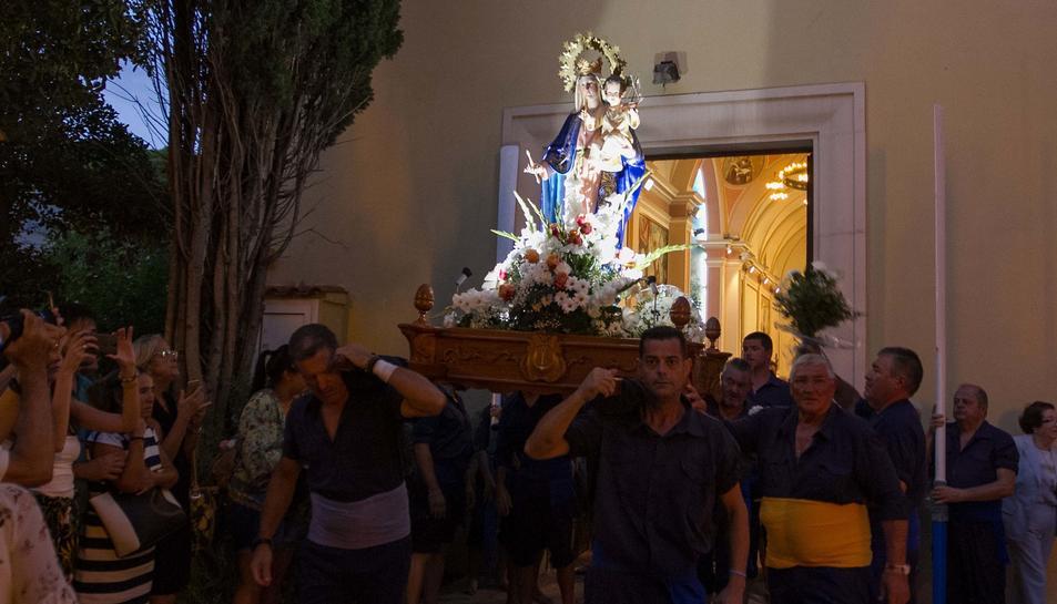 Sortida de la Verge de Santa Maria del Mar i anada en processó