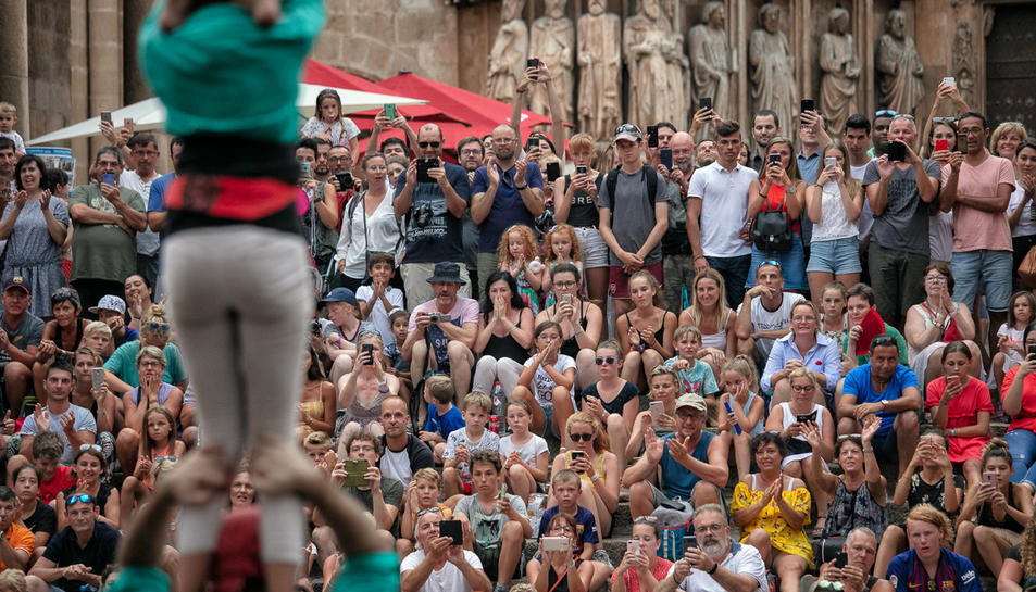 Imatge d'una de les actuacions castelleres al Pla de la Seu.