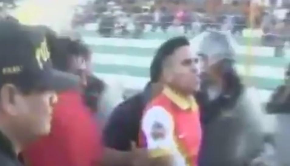 Imatge de la detenció del jugador peruà.