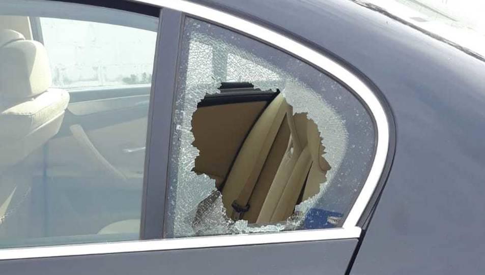 Un dels turismes afectats per la trencadissa de vidres d'aquesta matinada.