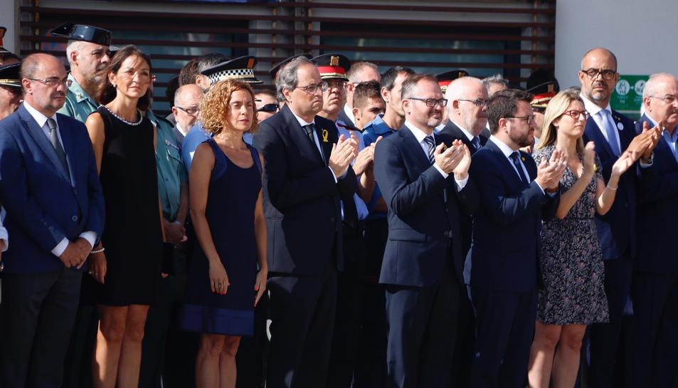 Autoritats a l'acte d'homenatge a les víctimes dels atemptats del 17-A a Cambrils, amb el president Quim Torra, la Ministra de Política Territorial, Meritxell Batet, i la d'Indústria i Turisme, Reyes Maroto, entre altres.
