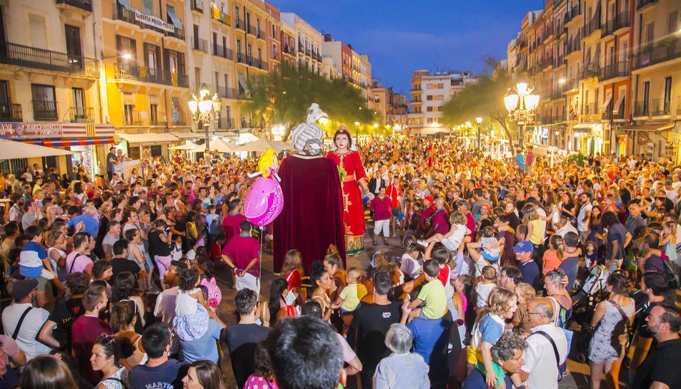 El Seguici de Sant Magí va omplir de música i color els carrers de la Part Alta