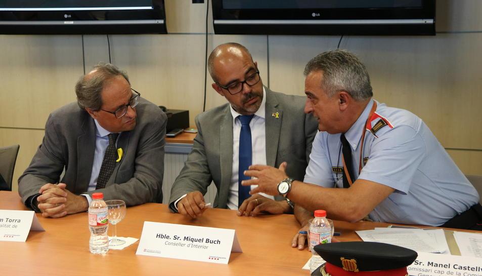 Quim Torra, del conseller d'Interior, Miquel Buch, i del comissari general d'Informació dels Mossos d'Esquadra, a la reunió del Gabinet de Coordinació Antiterterrorista,