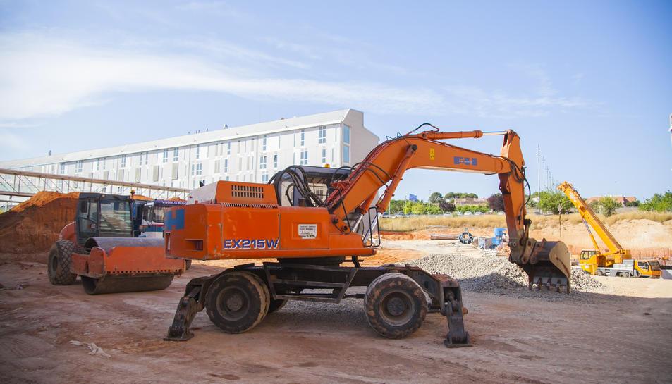 La primera fase, ahora en ejecución, consiste en la excavación de las tierras, cimentación y creación de la estructura debajo rasante.
