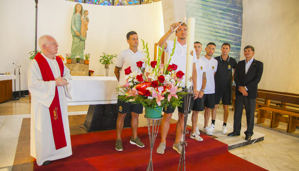 El Padre Mario, els capitans del Nàstic i Josep Maria Andreu al Santuari del Loreto.
