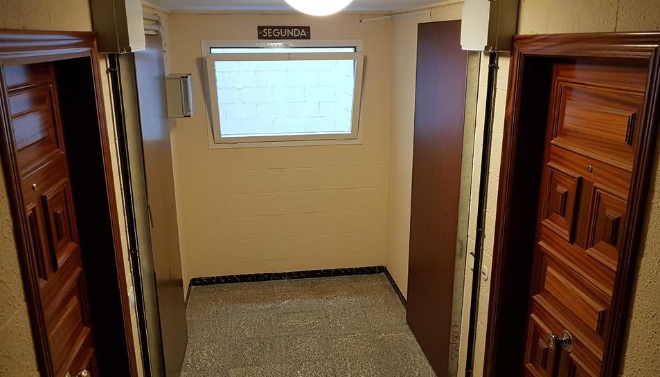 Dues portes reforçades en una mateixa planta, que no han obert.
