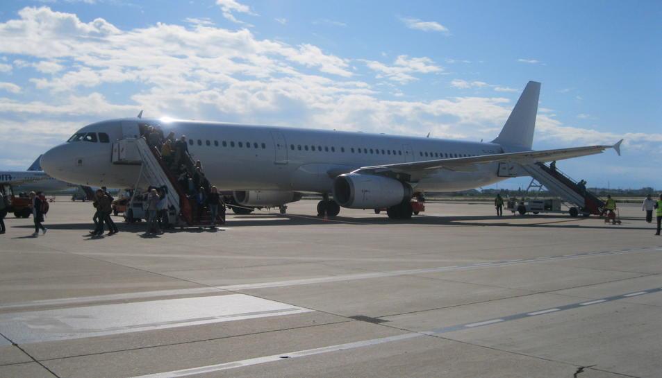 El vol inaugural des de Tallinn va aterrar a Reus l'1 de maig.