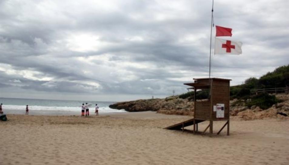 Imatge d'arxiu de la platja de la Móra, on han trobat el projectil.