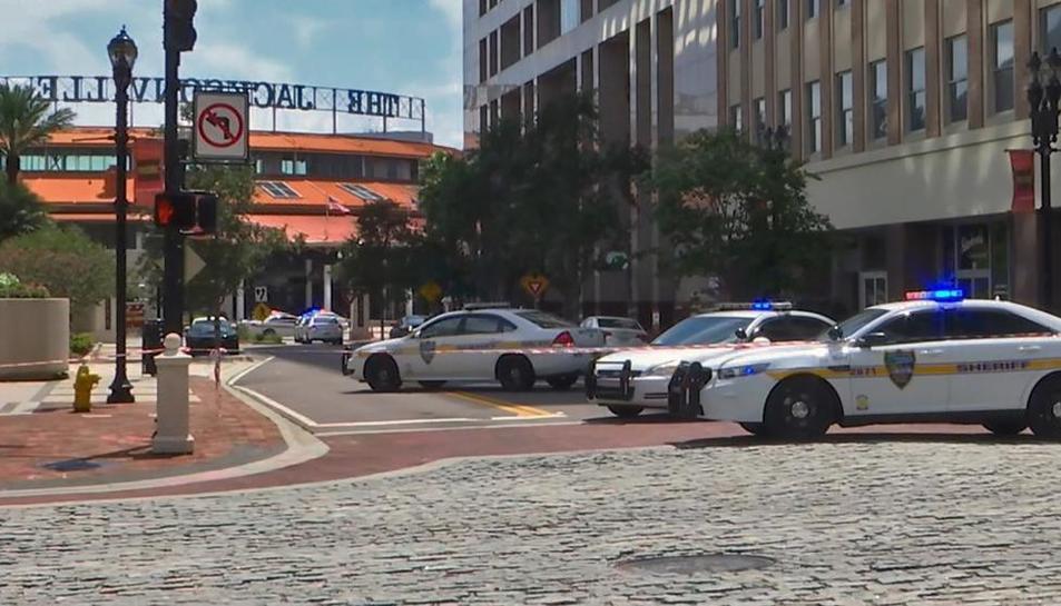 El tiroteig ha tingut lloc en un conegut centre comercial de Jacksonville.