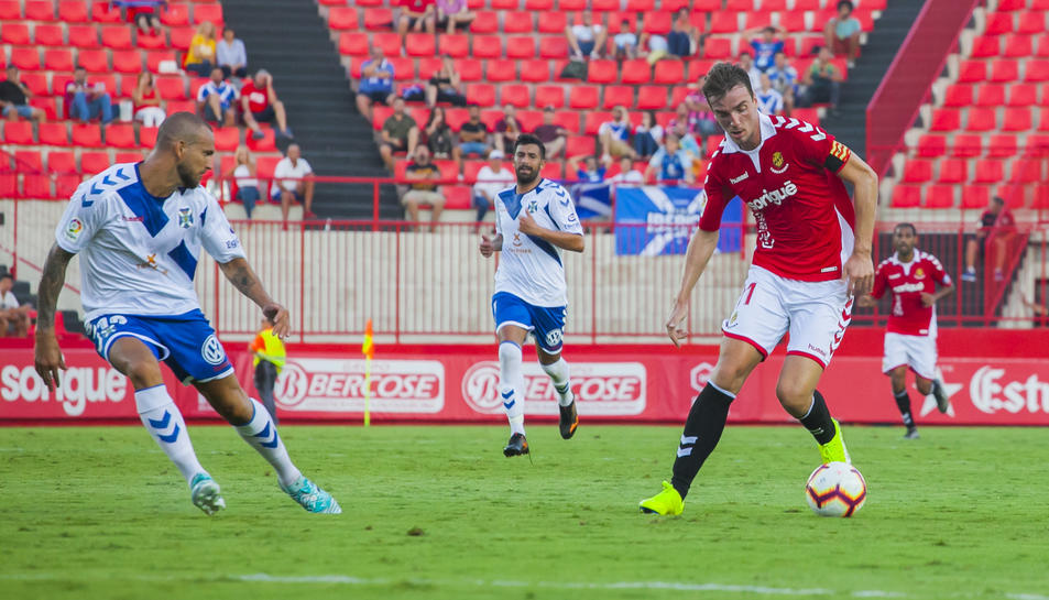 Barreiro, contra el Tenerife. El davanter ha lluitat, però no ha pogut fer-hi res.
