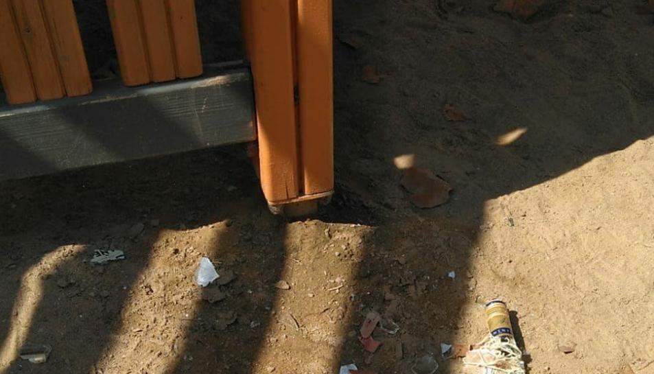 Estat que presentava dissabte al matí l'atracció infantil més destacada del parc Francolí.