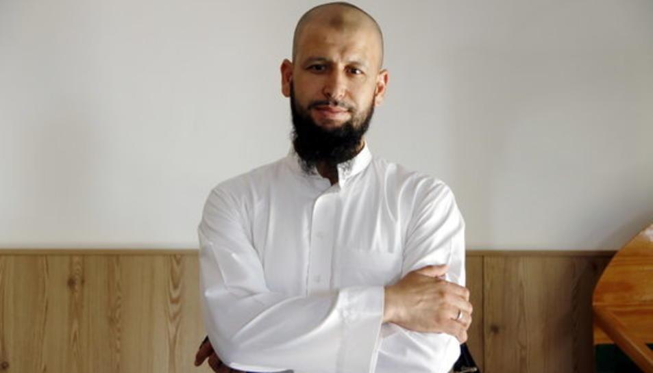L'imam de Cambrils, Mohamed Ouadi, a les instal·lacions de la mesquita del polígon Belianes.