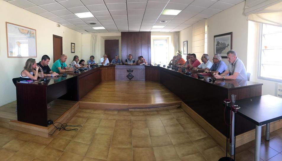 Veïns i polítics del municipi es van reunir aquest dilluns per determinar accions conjuntes.