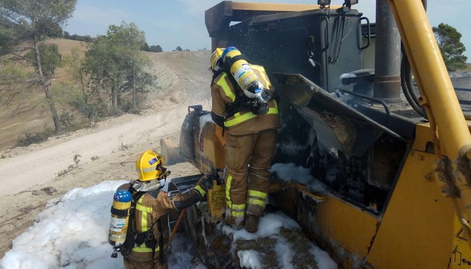 El vehicle ha quedat completament afectat i ha perdut part del gasoil.