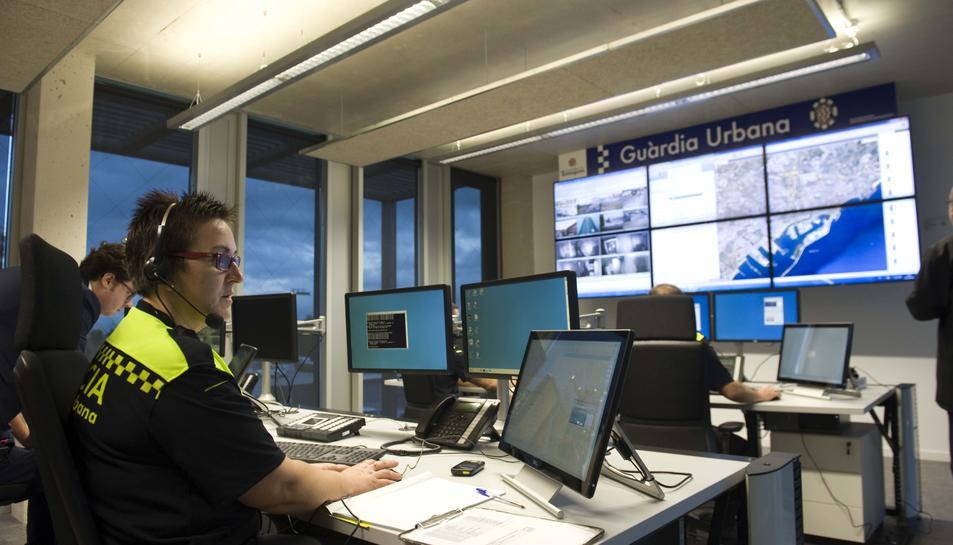 Imatge d'arxiu de la sala de control de la comissaria, situada al carrer Pont i Gol.