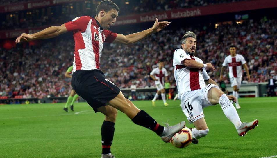 El jugador de l'AthleticClub de Bilbao,ÓscardeMarcos, ha demostrat, sense voler, que és un futbolista diferent.