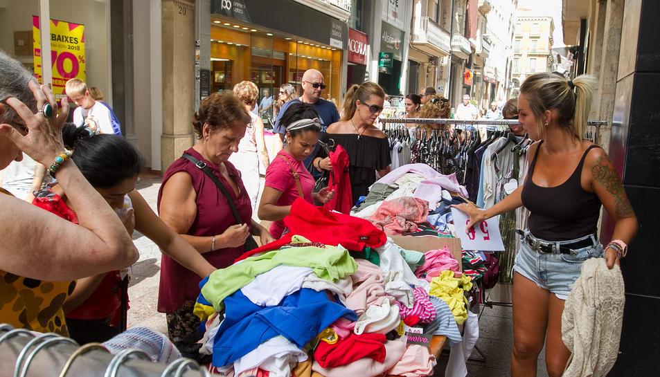 Un centenar d'establiments ofereixen descomptes i avantatges des d'ahir i fins l'1 de setembre.