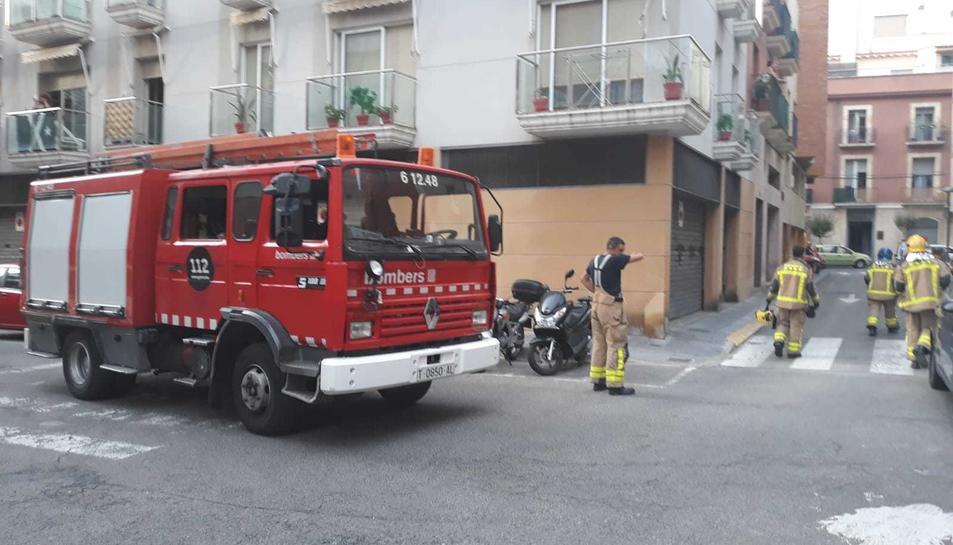 Part del sostre d'un pis s'ha esfondrat al barri del Serrallo.