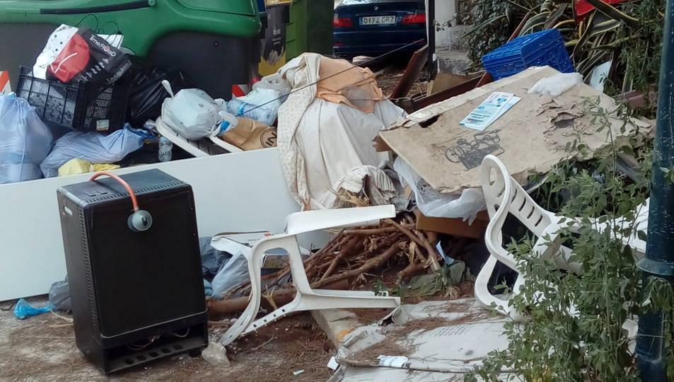 L'illa de contenidors del carrer Sant Tomàs.