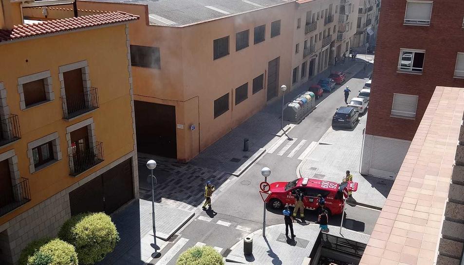 Els bombers acaben d'arribar a la zona