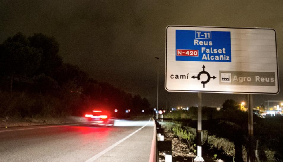Els conductors que travessen cap al polígon Agro-Reus durant la nit es troben els fanals apagats.