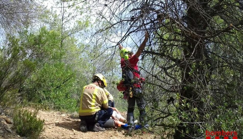 El GRAE ha rescatat la dona en una zona de difícil accés