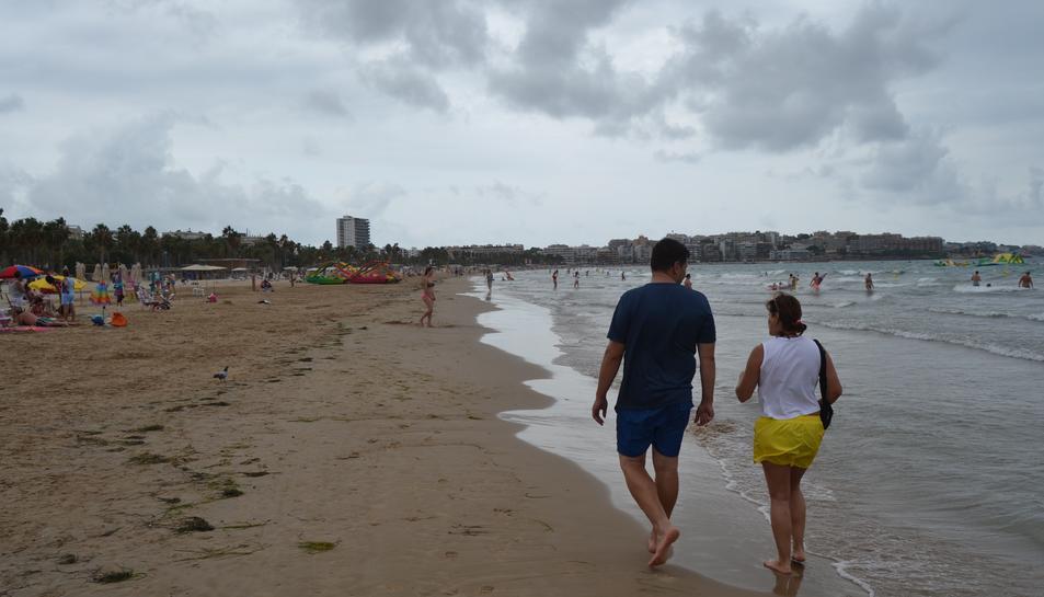 La platja de Llevant de Salou –una de les més concorregudes durant tota la temporada–  ahir a primera hora de la tarda.