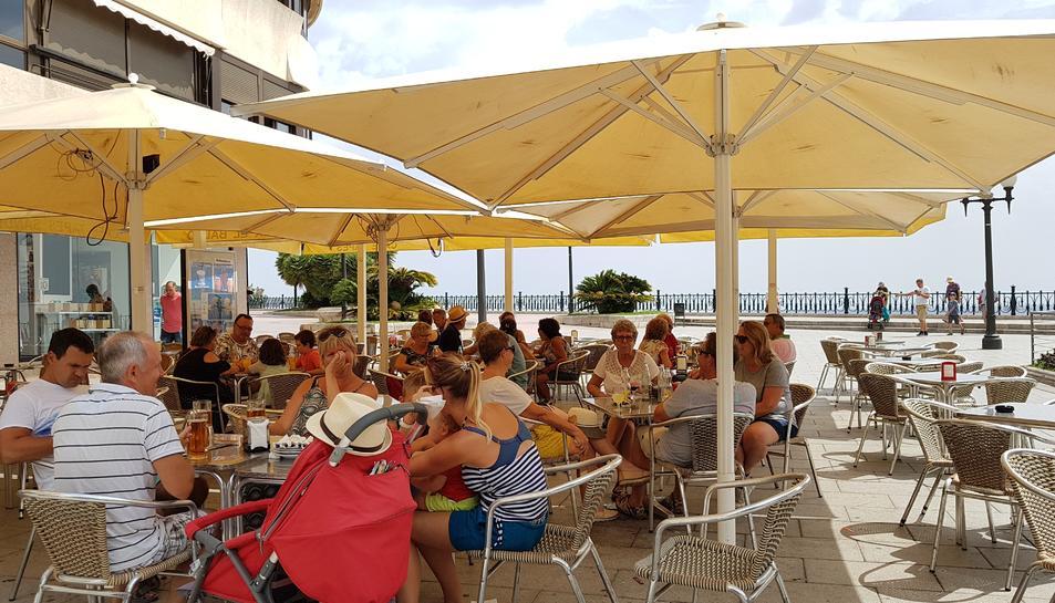 Imatge d'una de les terrasses del Balcó del Mediterrani, ahir al migdia.