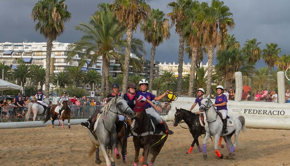 Salou celebra el II Torneo Horseball en la playa