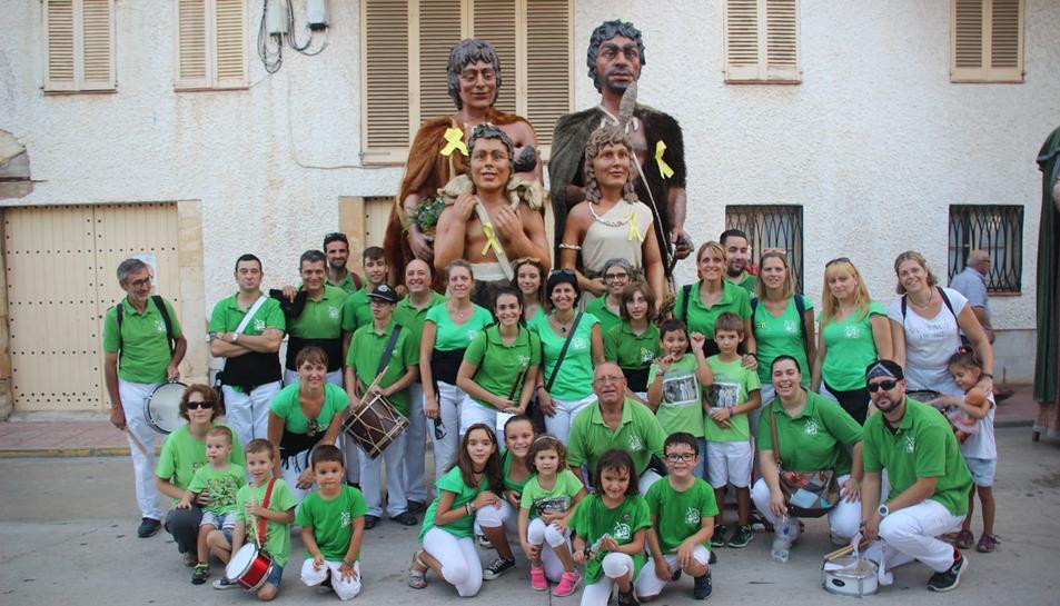 Foto de família de la colla gegantera de l'Espluga a Torredembarrra.