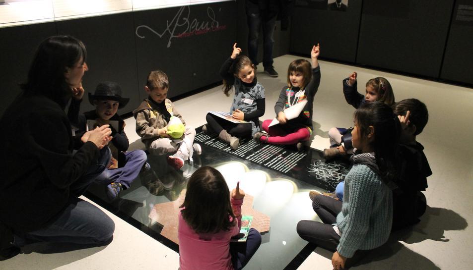 Imatge d'un grup de nens al Gaudí Centre de Reus.