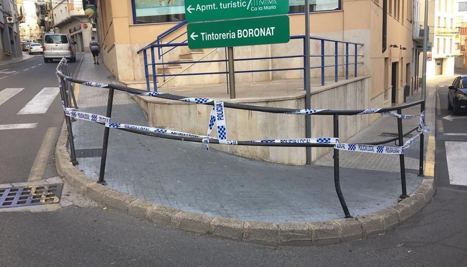 Les baranes van quedar torçades a causa del xoc.