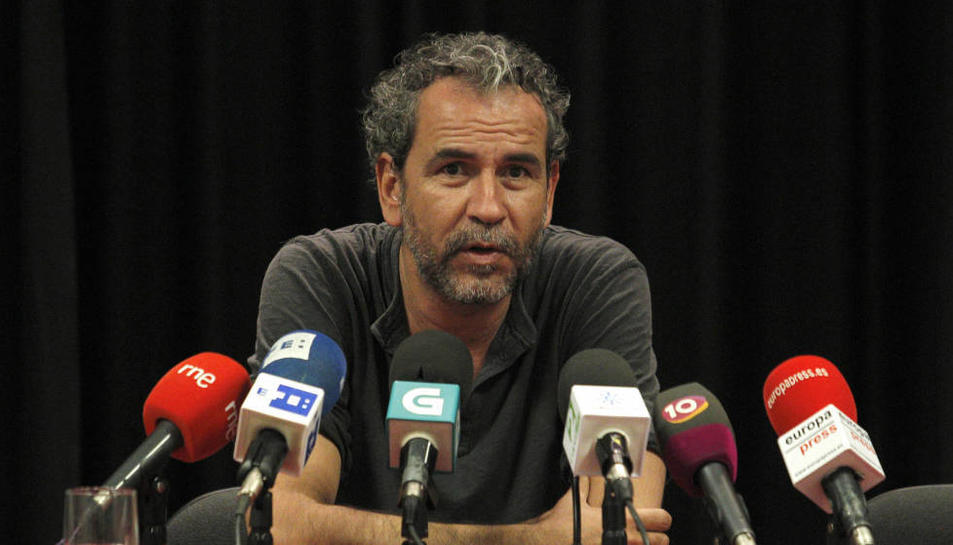 L'actor Willy Toledo durant una roda de premsa.