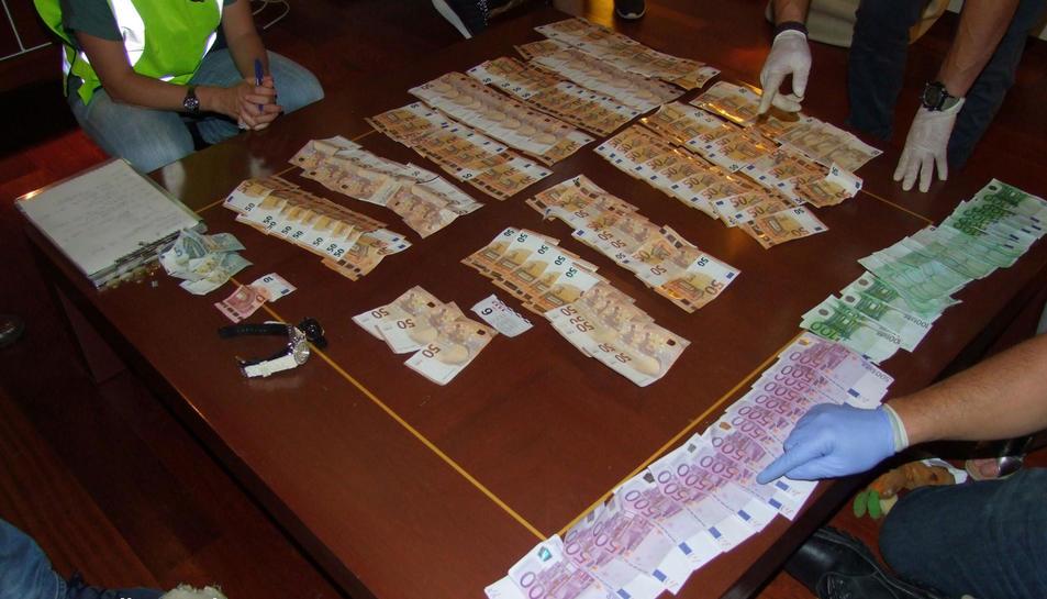 També es van intervenir uns 17.000 euros en efectiu.