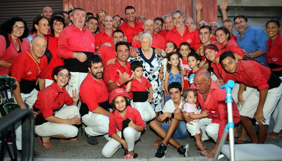 Els Minyons de l'Arboç amb l'Amèlia a la cercavila del diumenge de la Festa Major.
