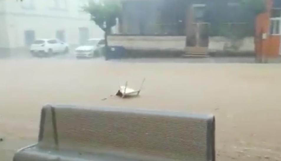 Imatge dels carrers inundats a Sant Carles de la Ràpita.