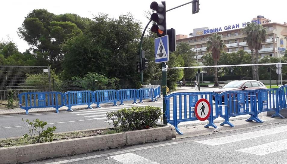 A l'autovia de Reus –a l'alçada de l'avinguda Joan Fuster–, s'ha optat per barrar el pas als vianants.