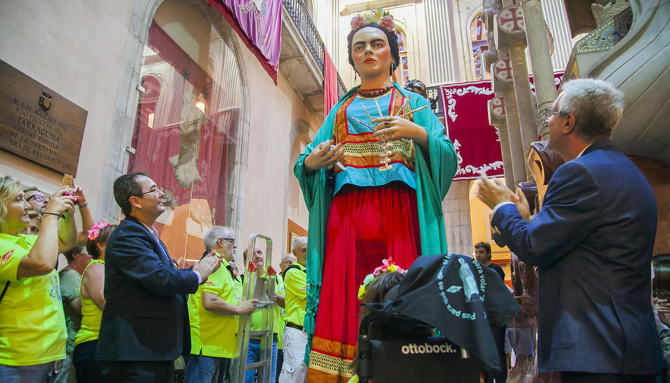 La geganta Frida s'unirà a la Festa per tothom.