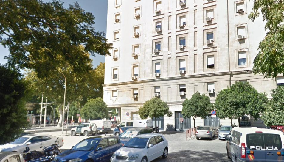 Imatge de l'entrada de l'Audiencia Provincial de Sevilla.