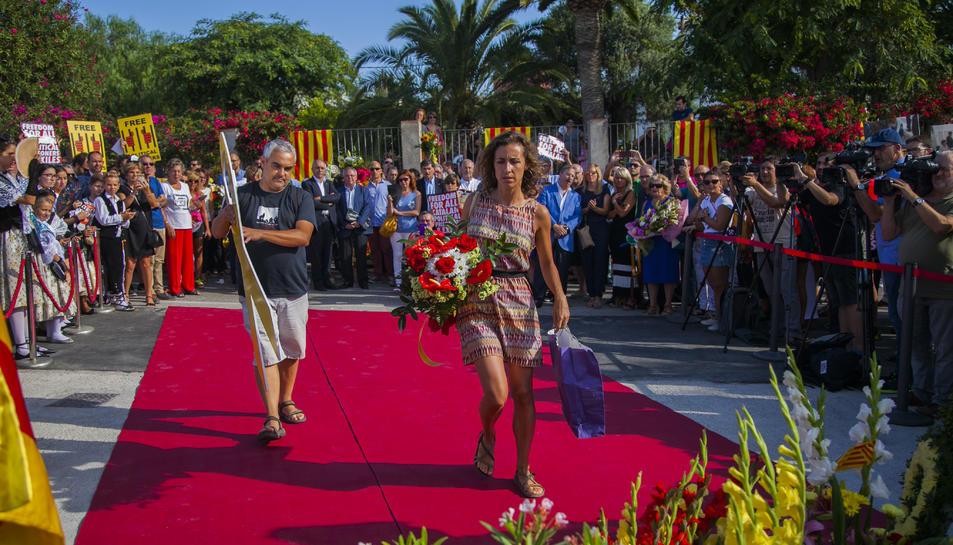 GALERÍA: La ofrenda floral de la Festividad a Rafel Casanova (3)