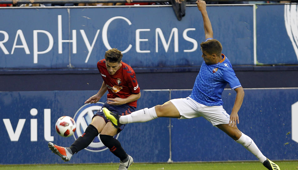 Una acció del partit d'aquest dimecres entre l'Osasuna i el CF Reus Deportiu.