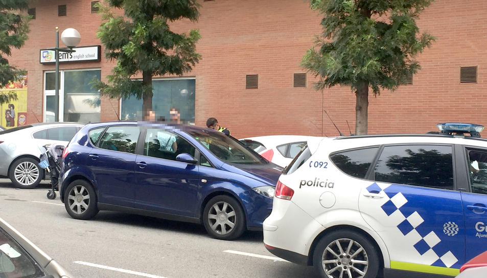 El vehicle s'ha tancat mentre el menor i les claus es trobaven al seu interior.