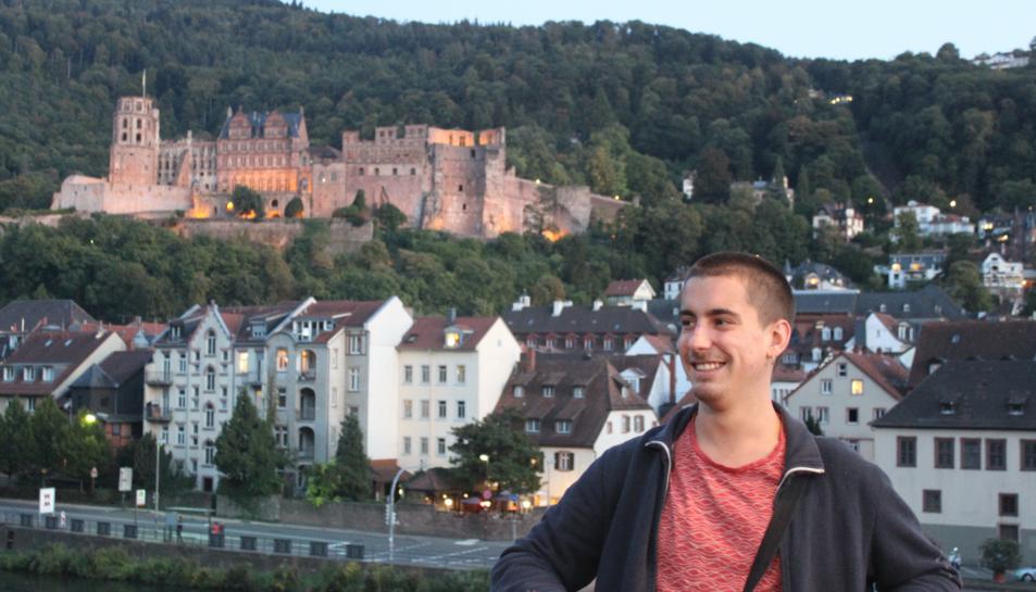 L'Enric Bertran davant del Castell de Heidelberg.