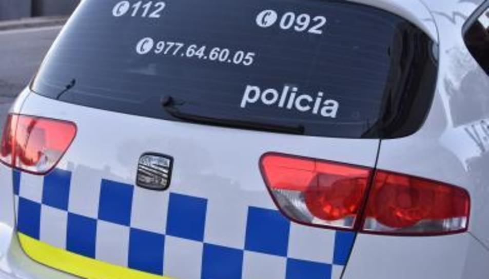 La Policia Local de Torredembarra va interceptar el vehicle que conduïa de forma temerària.