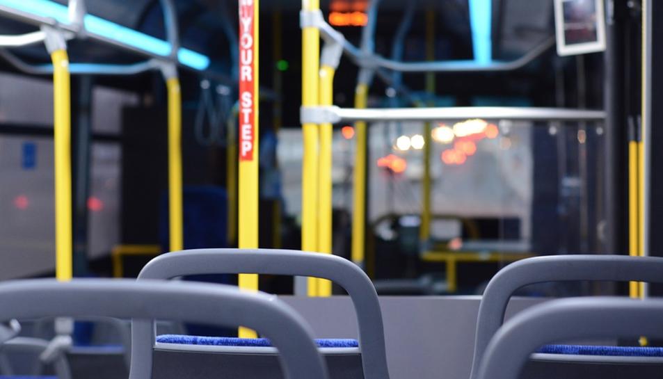 Imatge d'arxiu de l'interior d'un autobús.