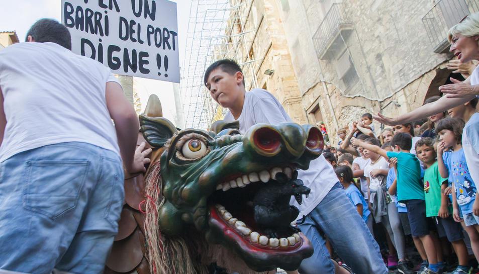 La Cucafera Petita, amb un cartell reivindicatiu.