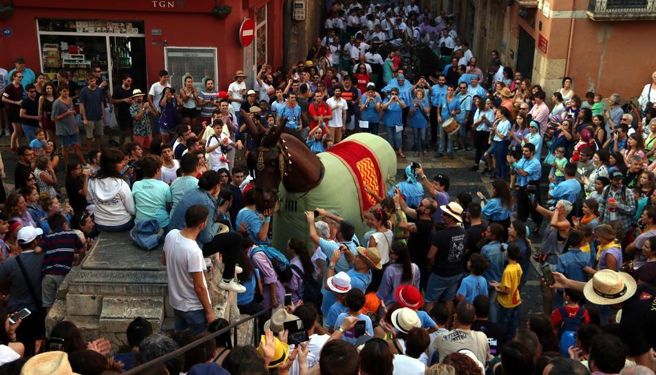 La Mulassa de Tarragona en l'Anada a Ofici amb el Seguici Popular a les festes de Santa Tecla.