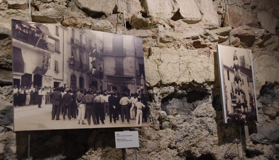 La mostra compta amb 45 fotografiesdatades de finals del segle XIX fins al 1936.