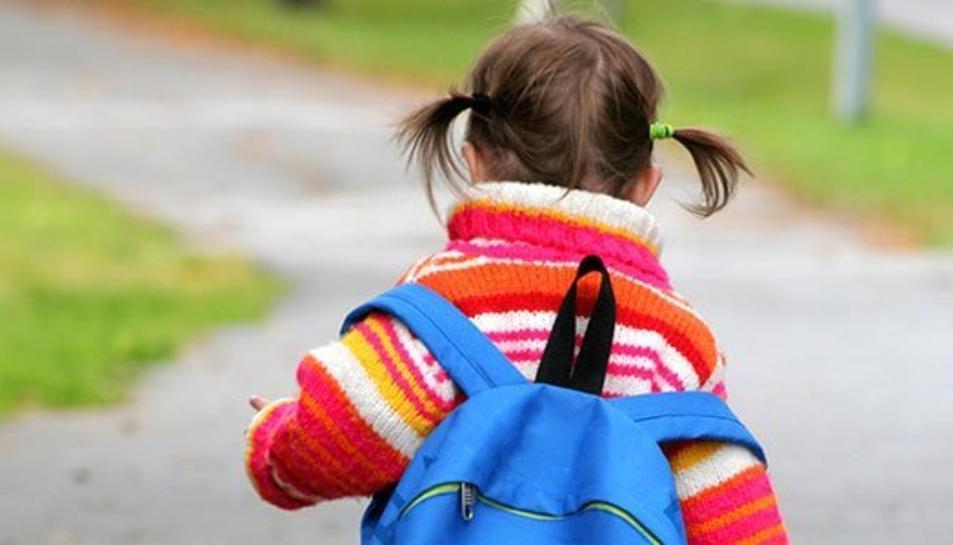 Les motxilles dels nostres fills poden generar problemes de salut per l'excès de pes.